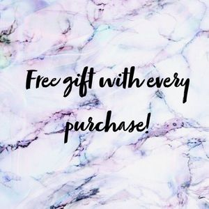 •🎁Free gift with every purchase!•